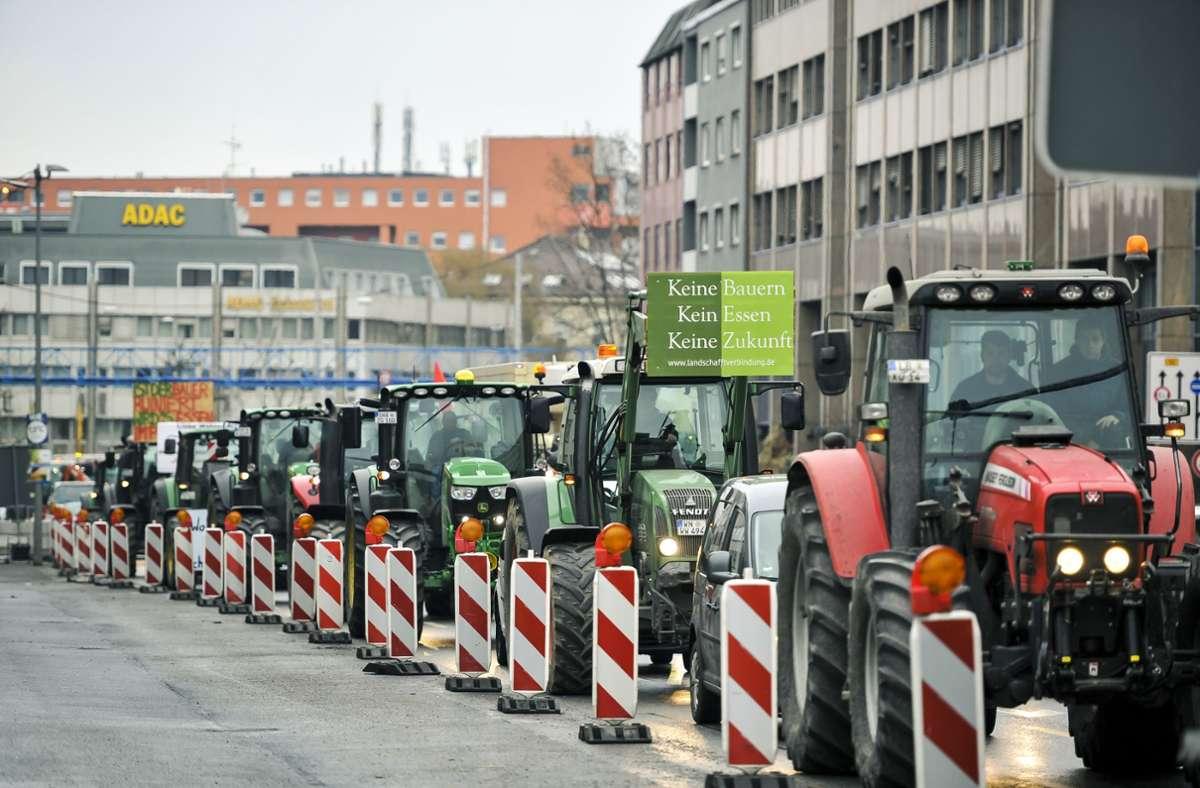 200 Landwirte mit 175 Traktoren demonstrierten am Freitag in Stuttgart. Foto: Lichtgut/Max Kovalenko