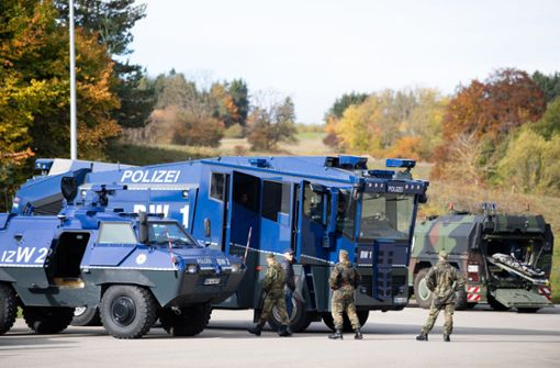 So kurios verständigen sich Polizei und Bundeswehr