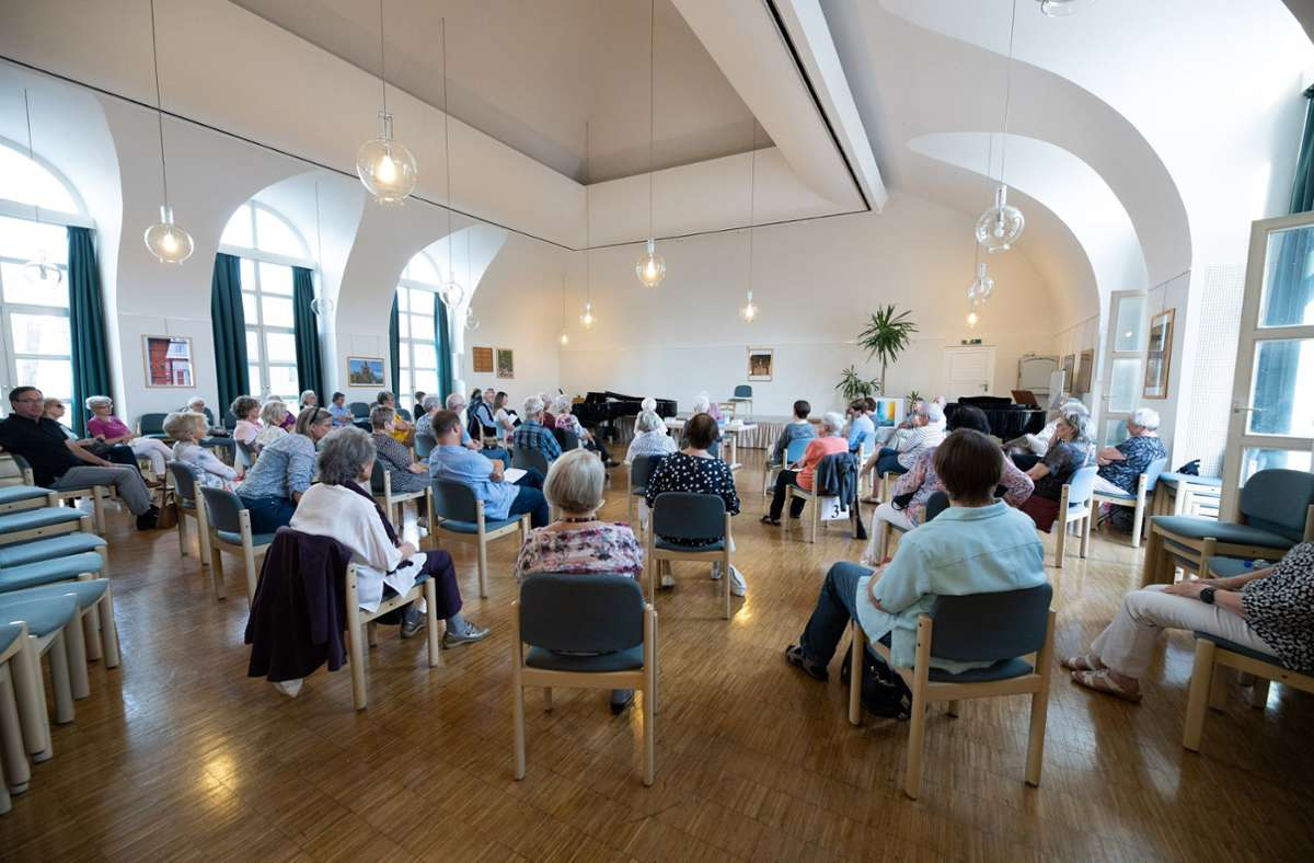 Das letzen Treffen des Literaturklubs fanden noch im Stiftshofsaal  statt. Foto: Stefanie Schlecht