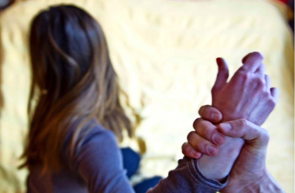 """Der  Verein  """"Frauen helfen Frauen"""" bietet Beratung für Opfer häuslicher Gewalt an. Foto: dpa"""