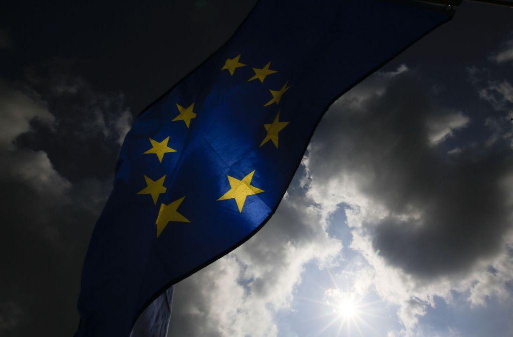 Dunkle Wolken sind über der EU aufgezogen, aber Woche für Woche demonstrieren EU-Freunde. Foto: AP