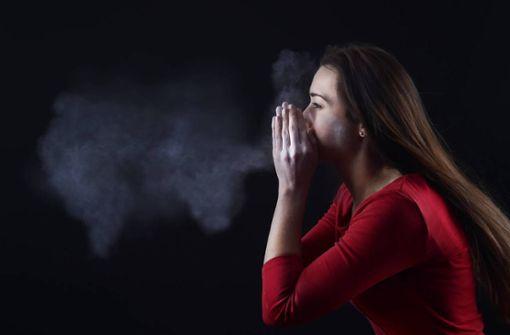 Der Niesreflex ist eine wichtige Körperfunktion. Erfahren Sie hier, warum man niesen muss und was hinter dem Niesreiz steckt.