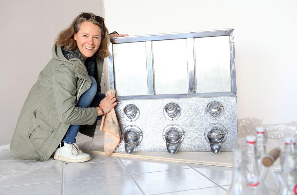 Maarit Schneider-Penna in ihrem noch leeren Laden in Stuttgart-Sillenbuch Foto: Lichtgut/Jan Reich