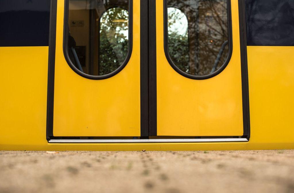 Unbekannte haben mehrere Stadtbahn-Haltestellen in Stuttgart demoliert. (Symbolbild) Foto: Lichtgut/Max Kovalenko