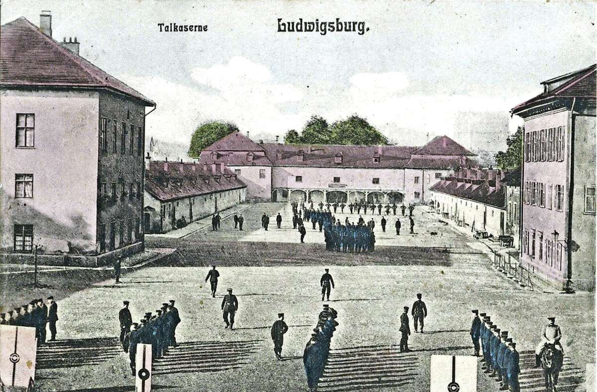 Die Talkaserne im Jahr 1905 (oberes Bild). Jetzt  stieß das Denkmalamt  bei einer Grabung auf Überreste. An der Stelle entsteht ein Park. Foto: Stadtarchiv Ludwigsburg / factum/Granville