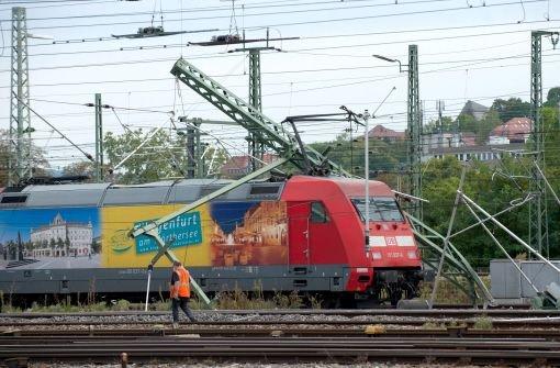 Am 29. September 2012 ist ein Intercity der Deutschen Bahn kurz nach der Ausfahrt aus dem Stuttgarter Hauptbahnhof entgleist. Schuld waren nach einem jetzt veröffentlichten Bericht defekte Puffer. Foto: dpa