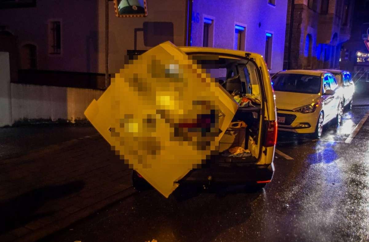Die Heckklappe traf den Fahrer am Kopf. Foto: Andreas Werner/Andreas Werner