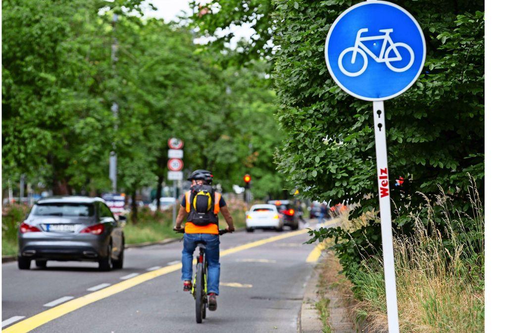 Nicht zu übersehen: das blaue Schild zeigt auf der Theo, was Sache ist. Foto: Leif Piechowski/Leif-Hendrik Piechowski