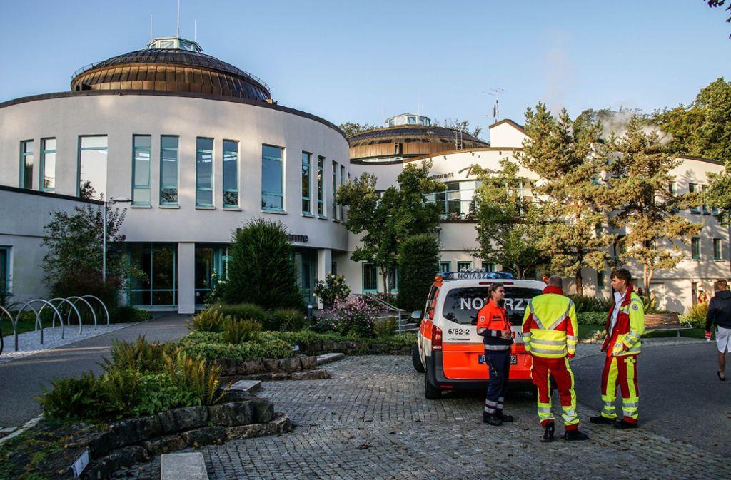 Einsatz in der Böblinger Therme: Neben der Feuerwehr war auch ein Notarzt vor Ort. Foto: SDMG//Dettenmeyer