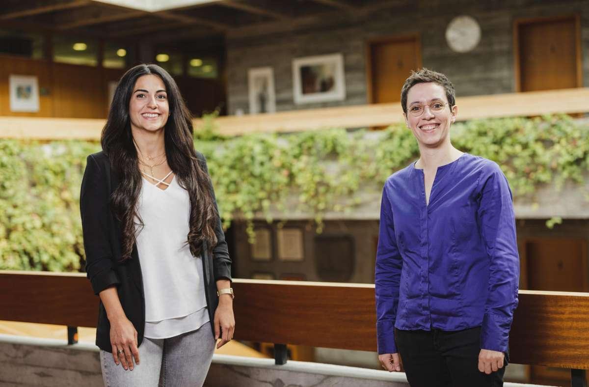 Bereit für eine neue Arbeitsorganisation: Teilzeit-Ordnungsamtsleiterin Zeynep Habakuk und Bürgermeisterin Anna Walther (von links). Foto: Benjamin Knoblauch