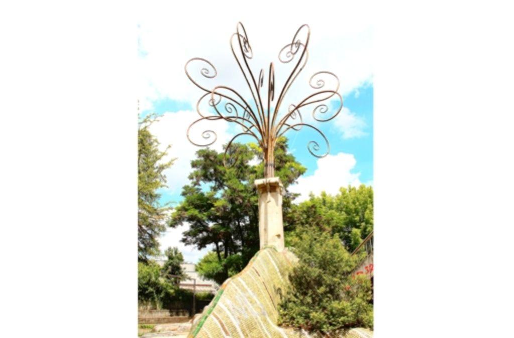 Das Kunstwerk  steht für die Natur, die bei der Aufsiedlung weichen musste. Foto: Ströbele