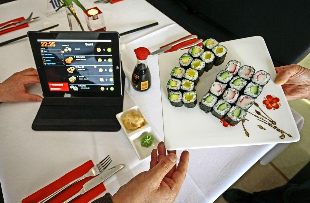 Führt zuweilen zur Bestellsucht: das iPad auf dem Tisch.Foto: factum/Granville Foto: