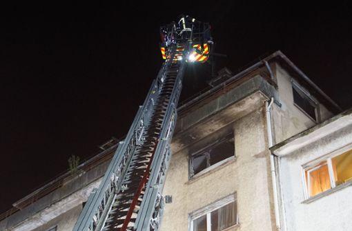 Glühbirne löst Brand in Mehrfamilienhaus aus