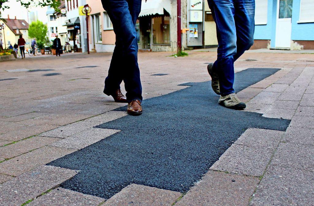 Die Flickschusterei am Straßenbelag auf dem Vaihinger Markt und rundrum ist ein Grund für das Sanierungsgebiet. Foto: