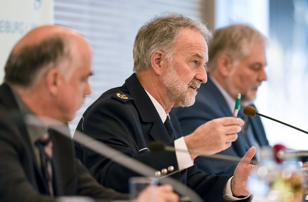 Polizeipräsident Bernhard Rotzinger bei der Pressekonferenz. Foto: dpa