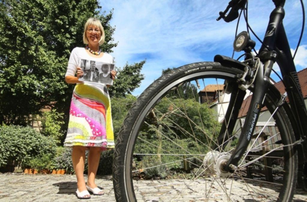 Fahrrad, Halskette und Menschenrechtsfoto: Ingrid Hönlingers Dinge. Alle Kandidaten des Wahlkreises sehen Sie in der folgenden Bilderstrecke. Foto: factum/Weise
