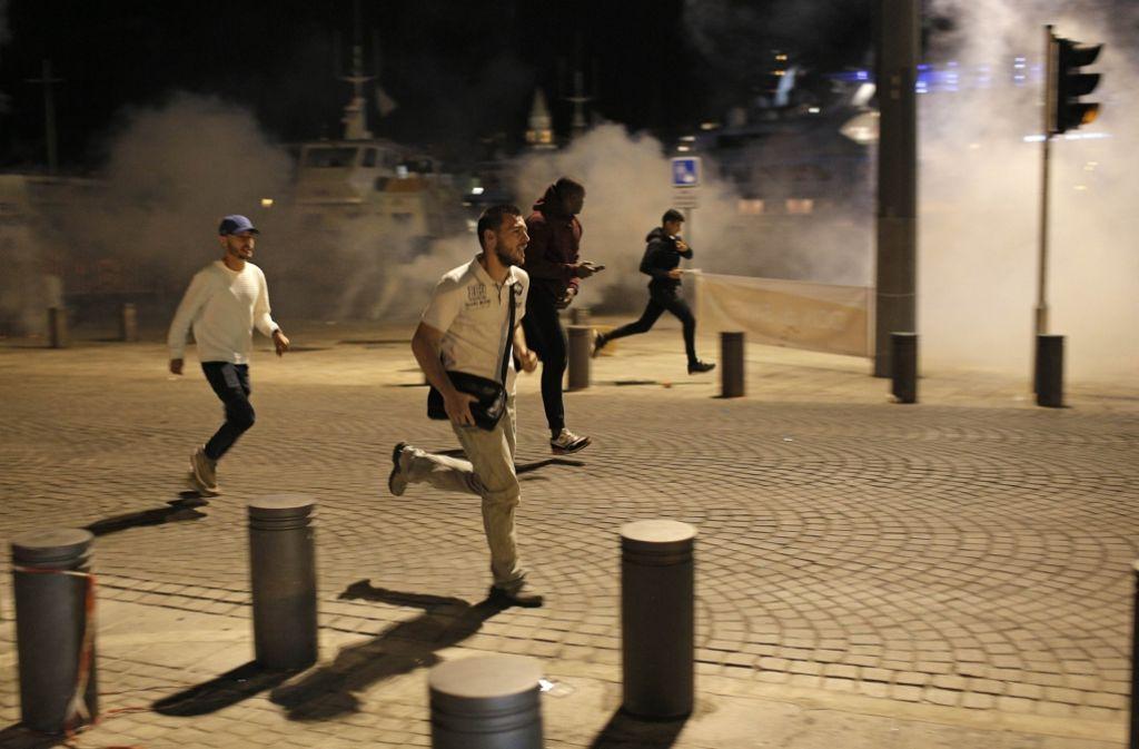 Derartige Szenen sollen sich während der Fußball-EM in Frankreich nicht wiederholen. Foto: AP