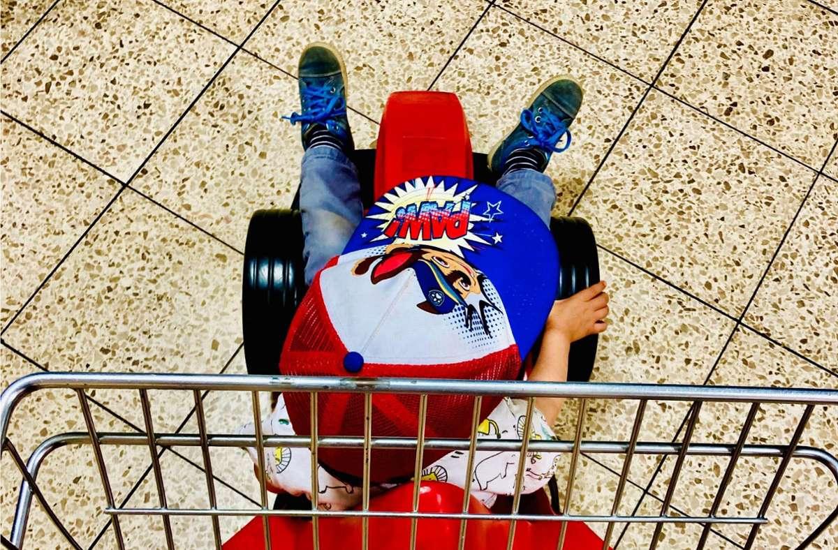 """Mit """"Paw Patrol""""-Mütze beim Einsatz. Völlig normal für Eltern. Foto: Setzer/Setzer"""