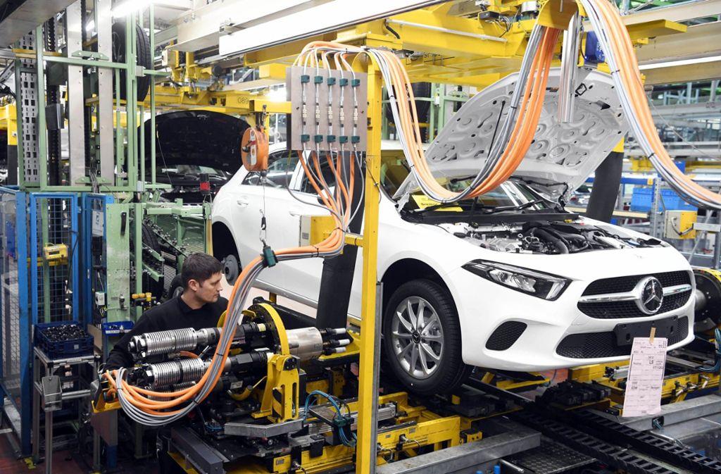 Die A- und B-Klasse von Daimler sollen teilweise über  Abschalteinrichtungen verfügen. (Symbolbild) Foto: dpa/Uli Deck