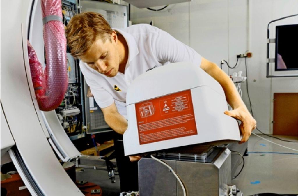 Bislang hat Siemens Geräte – wie hier auf dem Bild eine Röntgenröhre – montiert und gewartet. Nun will das Unternehmen  zudem zum Berater von Kliniken werden. Foto: Siemens