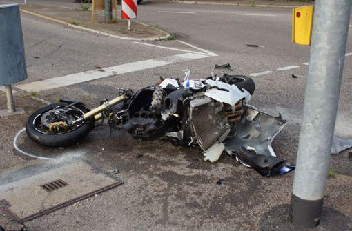 Motorradfahrerin  schwer verletzt – Schaulustige stören
