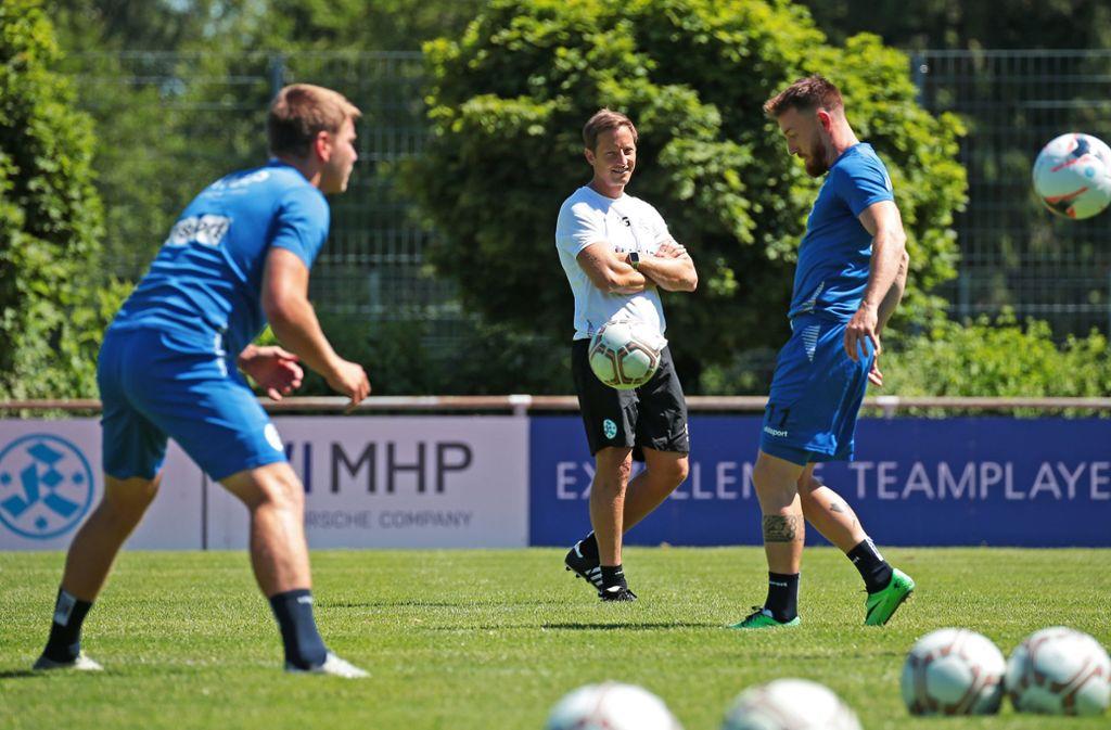 Training statt Spiel: Die Stuttgarter Kickers um Trainer Ramon Gehrmann müssen nach der Absage des Pokalspiels umplanen. Foto: Baumann