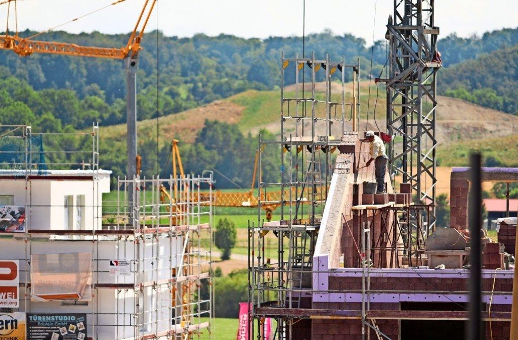 Im Baugebiet Schnallenäcker II laufen die Bauarbeiten auf Hochtouren. Foto: factum/Granville