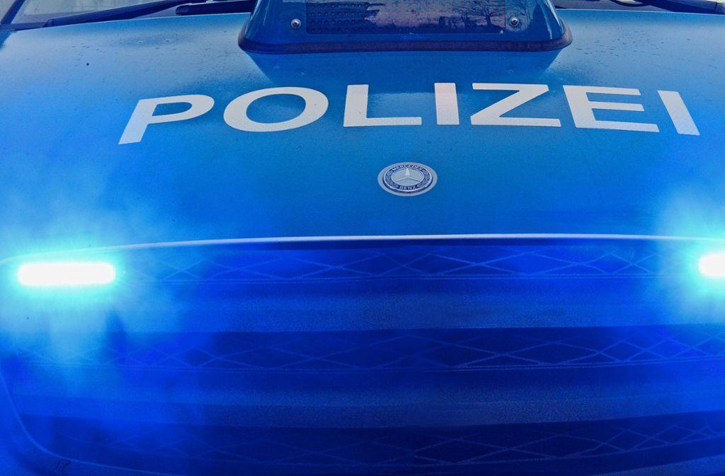 Die Polizei sucht Zeugen, die zwischen Samstag, 18.30 Uhr, und Sonntagmorgen etwas beobachtet haben (Symbolbild). Foto: dpa/Patrick Seeger