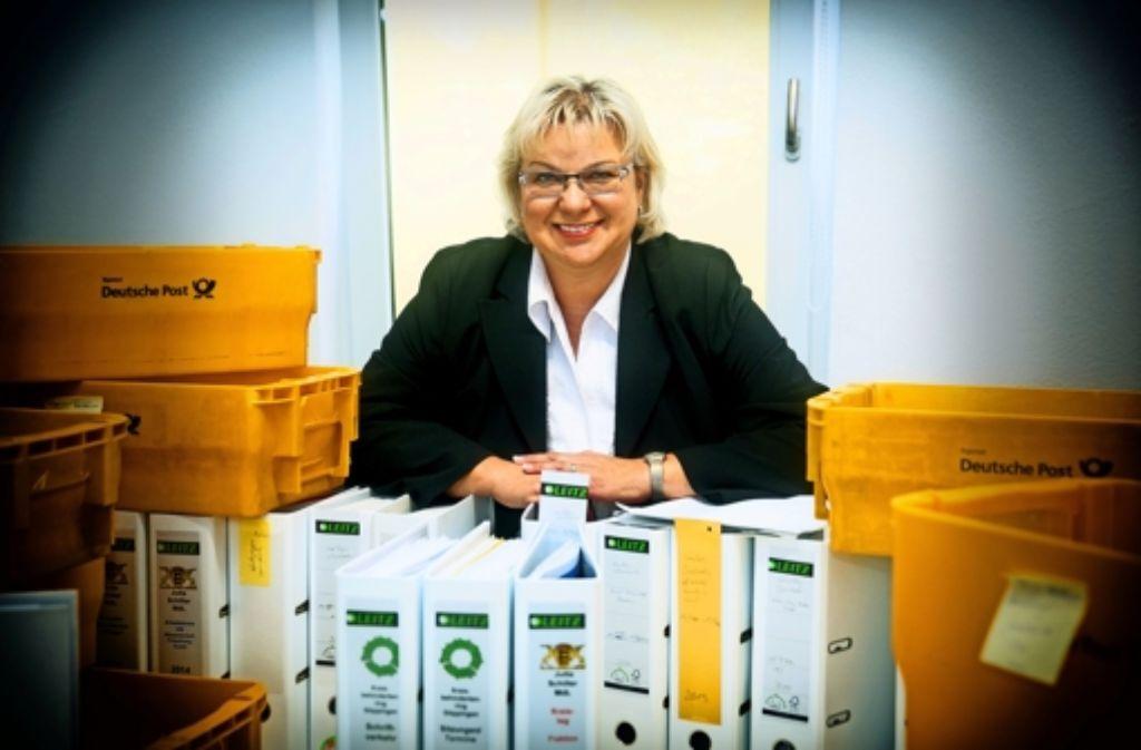 Jutta Schiller richtet sich  in ihrem  Ebersbacher Büro ein Foto: Horst Rudel