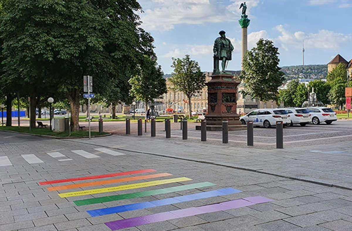 Die Regenbogenstreifen am Schlossplatz. Foto: CSD Stuttgart