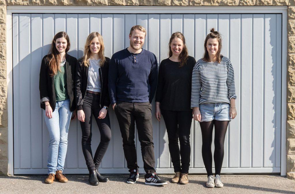 """Die Macher hinter dem Projekt """"Deine Straße"""": Sie wollen Nachbarn in Stuttgart näher zusammenbringen und mit einer App auch miteinander vernetzen. Foto: Linda Ambrosius"""