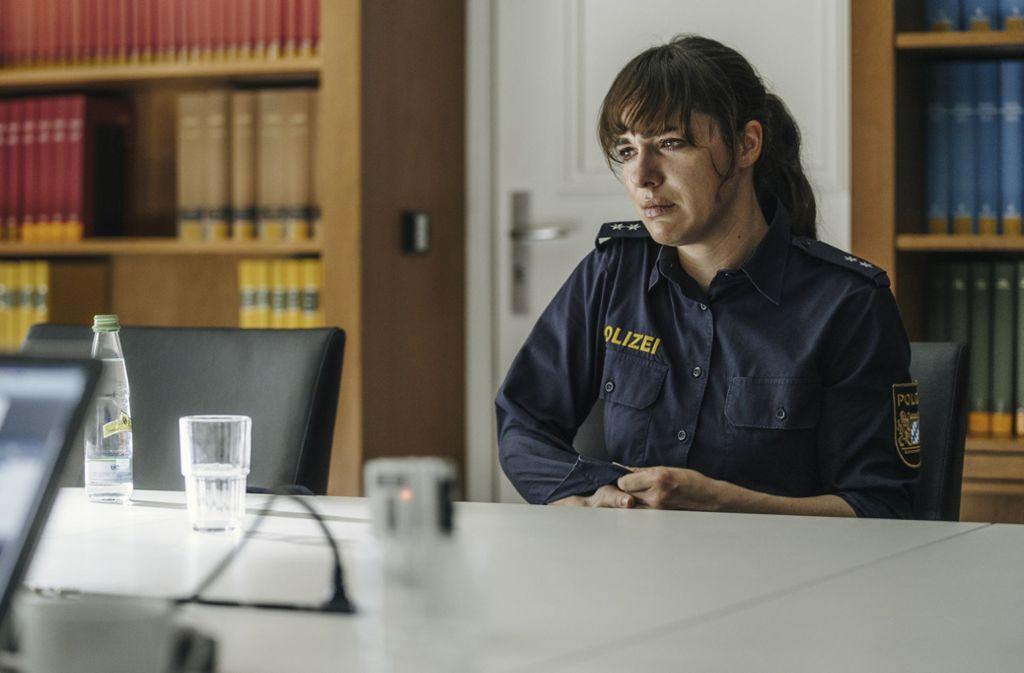 Elisabeth (Verena Altenberger) muss gegen ihre Kollegen ermitteln. Foto: BR/Maze Pictures/Hendrik Heiden