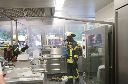 brände in stuttgart: feuerwehr rückt zum fernsehturm aus ... - Küche Stuttgart