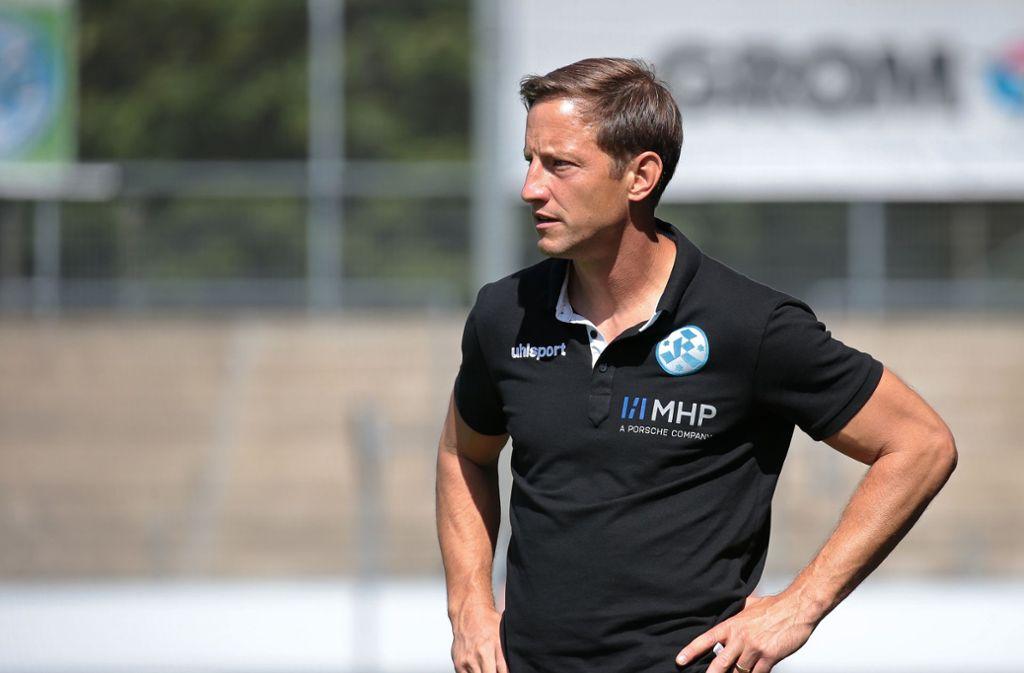 Der Trainer der Stuttgarter Kickers, Ramon Gehrmann, kann sich über einen Sieg gegen den TSV Essingen freuen. Foto: Pressefoto Baumann