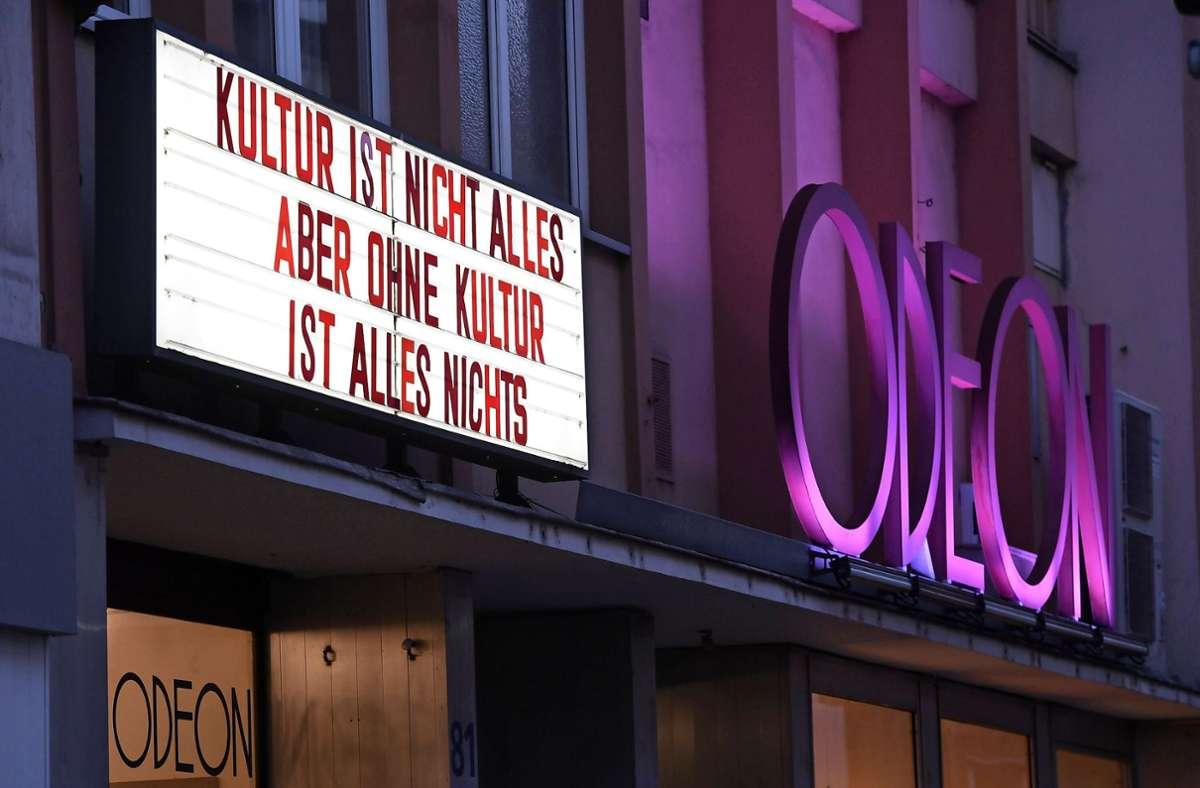 Bundesweit sind die Kinos geschlossen, auch das Odeon in Köln – aber in Tübingen ist ein Stück Kultur wieder möglich. Foto: dpa/Roberto Pfeil