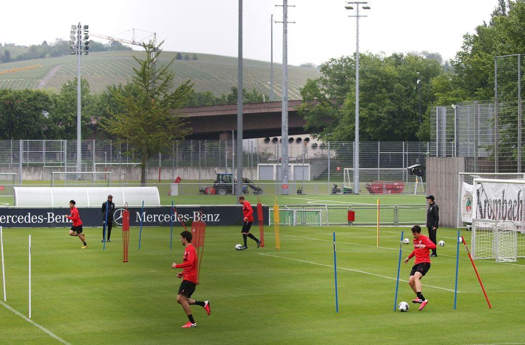 Abstand halten lautet das oberste Gebot beim VfB-Mannschaftstraining Foto: Baumann