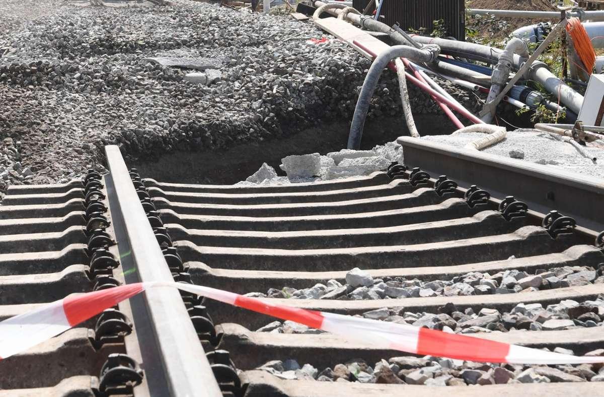 Auf der Ausbaustrecke Karlsruhe-Basel lässt die Bahn in den Sommerferien im Ortenaukreis an mehreren Stellen Gleise und Weichen modernisieren. Foto: dpa/Uli Deck