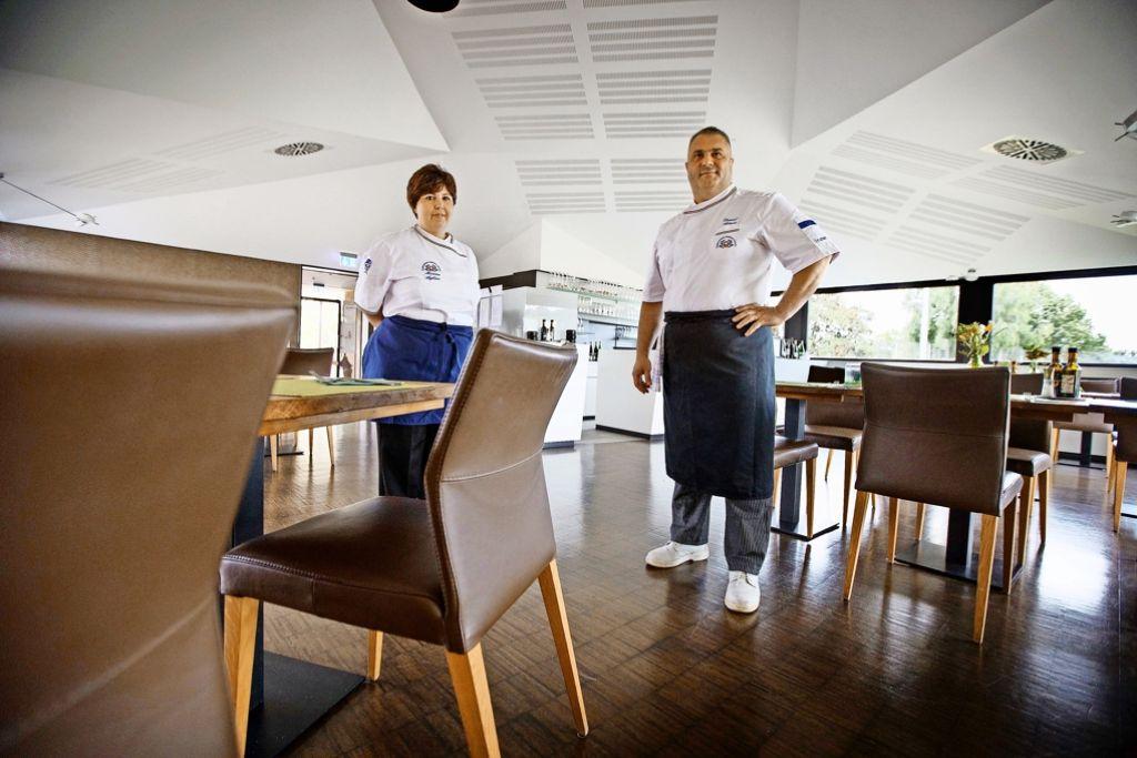Schickes Ambiente im Clubheim: Daniel Artaris und seine Frau Mimma. Foto: Gottfried Stoppel