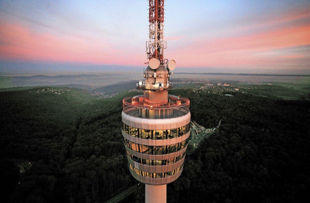 Das Stuttgarter Wahrzeichen fasziniert oben wie von unten. Foto: Achim Mende, Stuttgart-Marketing GmbH