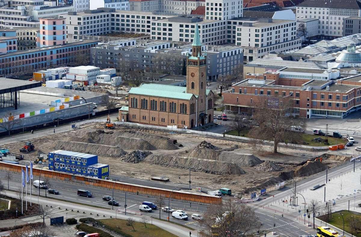 Baustelle des Museums der Moderne, vor der evangelischen St. Matthaeus-Kirche, auf dem Berliner Kulturforum, aufgenommen vom Panoramapunkt am Potsdamer Platz. Foto: epd/Juergen Blume