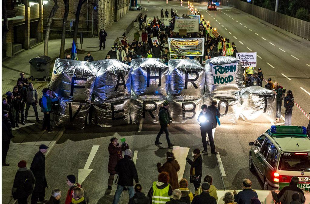 Bisher ging es bei den Demos am Neckartor um bessere Luft. Am Freitag um freie Fahrt für den Diesel. Foto: Lichtgut/Julian Rettig