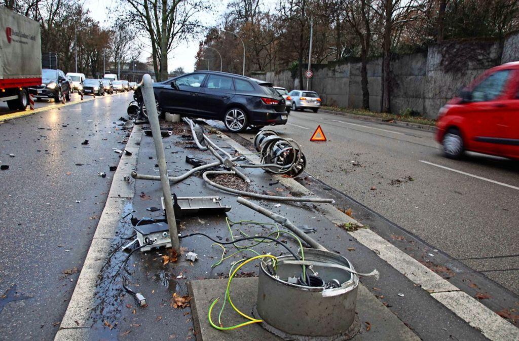 Die Blitzersäule in der Cannstatter Straße in Stuttgart sind erst einmal Schrott. Foto: Andreas Rosar