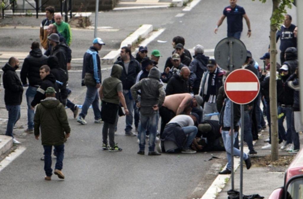 Vor dem Finale um den italienischen Pokal ist es in Rom zu Ausschreitungen gekommen. Schüsse fielen, mehrere Fans wurden getroffen, einer von ihnen schwebte in Lebensgefahr. Foto: dpa