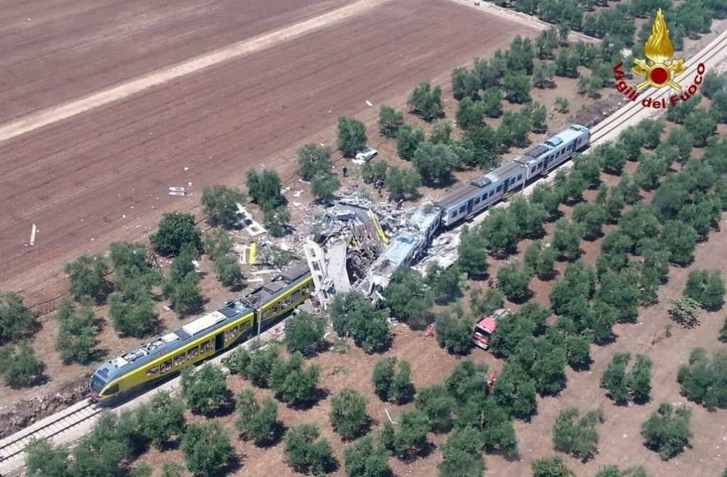 Bei einem Frontalzusammenstoß zweier Züge sind im Süden Italiens mehrere Menschen getötet worden. Foto:dpa Foto: