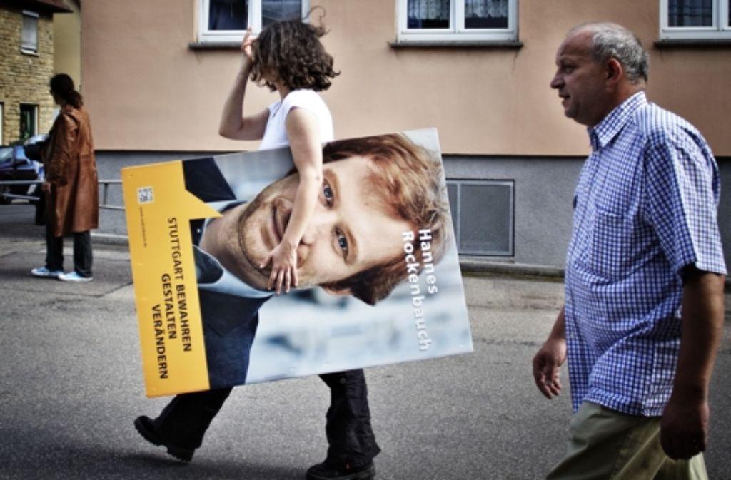 Auch der SÖS-Kandidat ist nun im Straßenraum präsent. Foto: Heinz Heiss