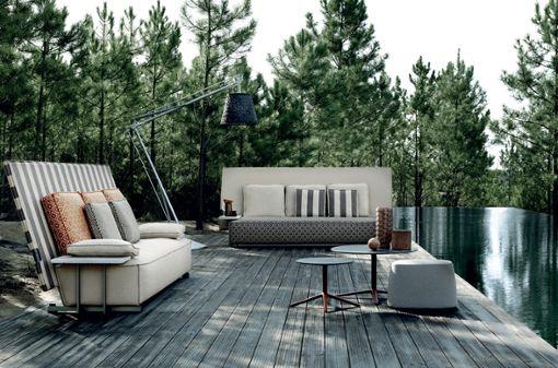 """""""Oh, it rains!"""" So heißen die Outdoormöbel, die Philippe Starck für B&B Italia entworfen hat. Der Designer will mit ihnen die panikartigen Rettungsaktionen beenden, sobald Regen die Kissen von Gartenmöbeln bedroht. Denn ..."""
