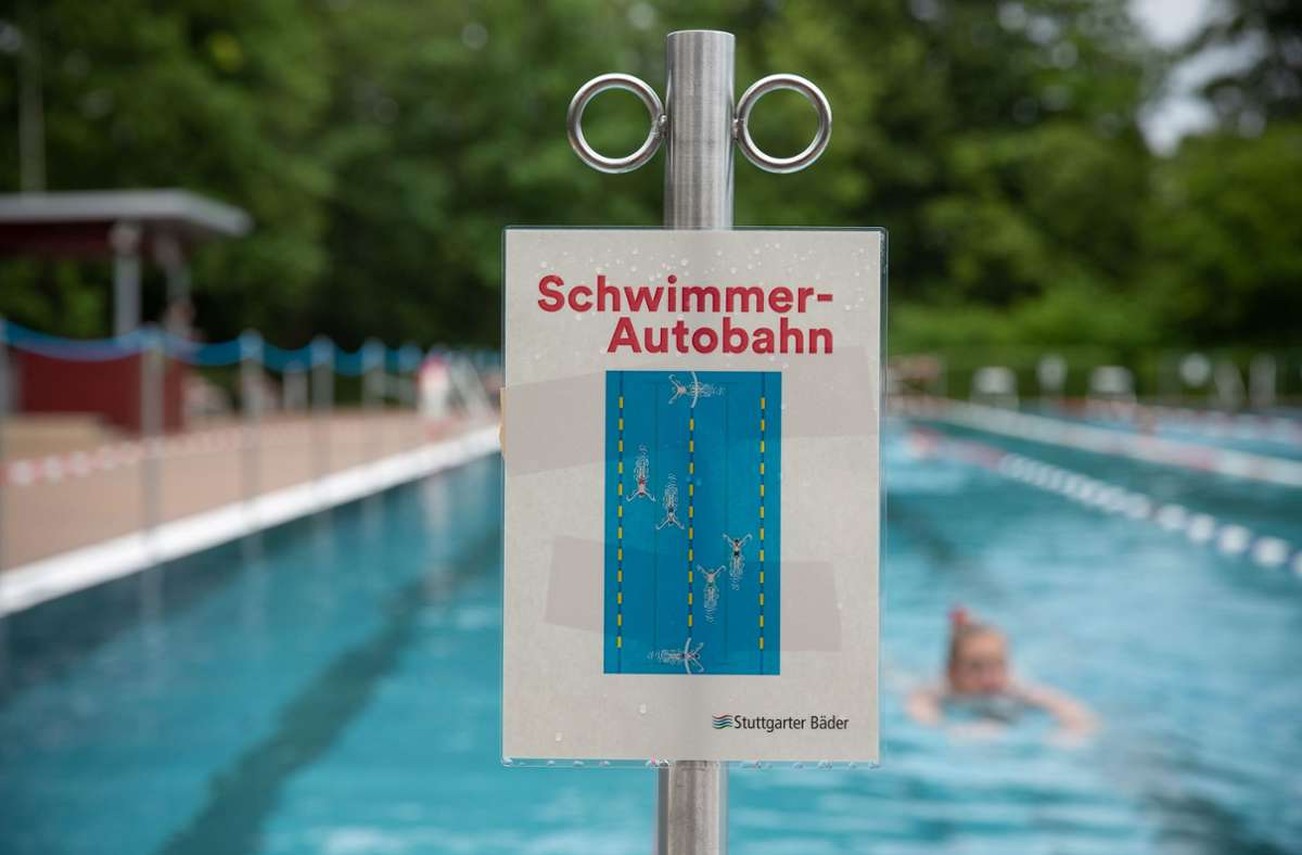 Auf der Schwimmer-Autobahn ist genau geregelt, wie viele Personen dort  sein dürfen. Foto: Lichtgut/Leif Piechowski