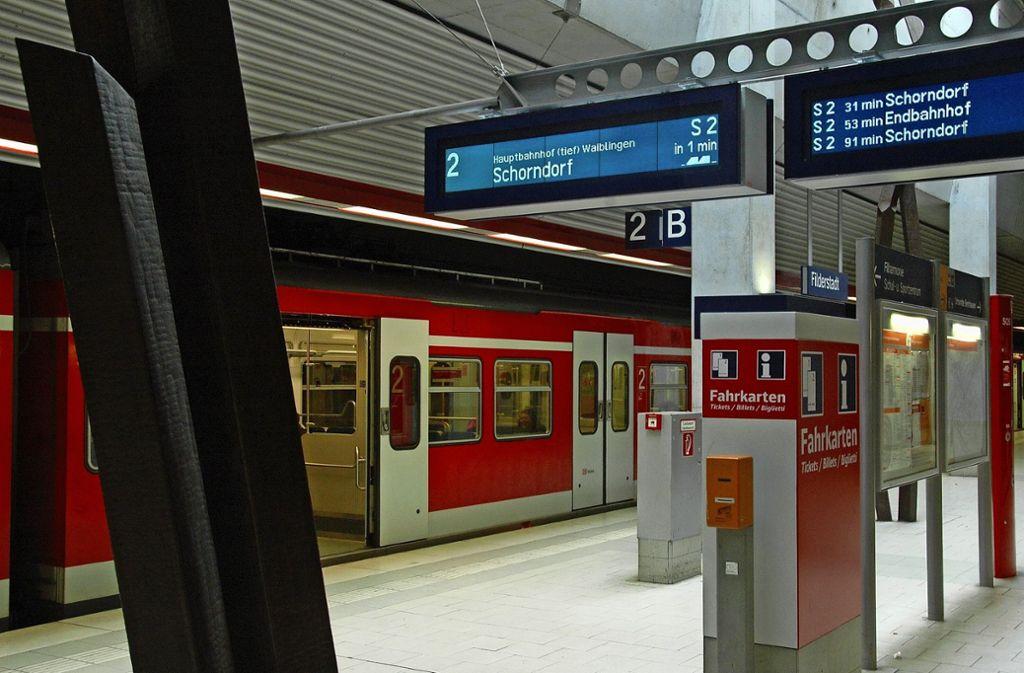 Bisher ist für die S2 Endstation in Bernhausen (Bild). Von dort aus soll die Strecke zumindest vorerst bis Neuhausen verlängert werden. Foto: Archiv/ Norbert J. Leven