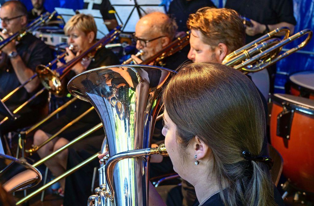 Die Stadtkapelle Weil der Stadt feiert Geburtstag, die befreundeten Musiker aus Tavenu in den Niederlanden gratulieren mit einem Ständchen. Foto: factum/