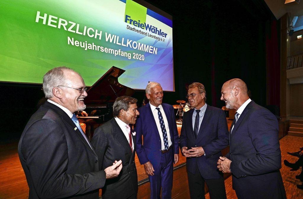 Die Freien Wähler und  OB  Martin Cohn (re.) freuen sich über Wolfgang Grupps Besuch (2.v.l.). Foto: factum/Jürgen Bach